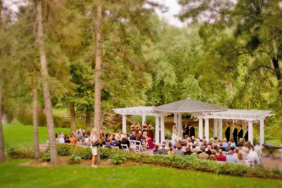 Places For Wedding Ceremony: Outdoor Wedding Ceremony Locations
