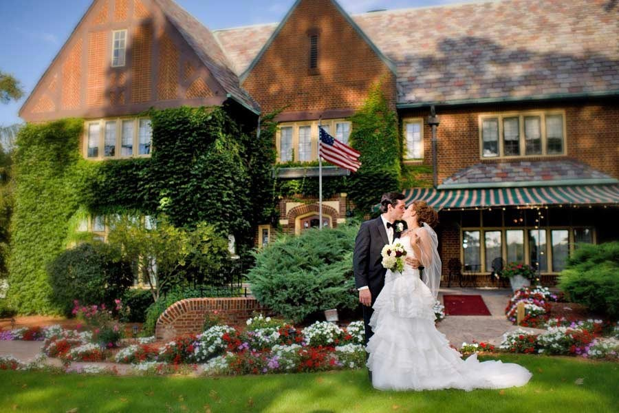 English Inn Restaurant & Pub - a romantic Lansing wedding venue
